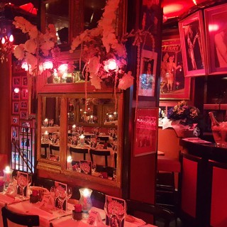 Le bar du Cabaret Michou